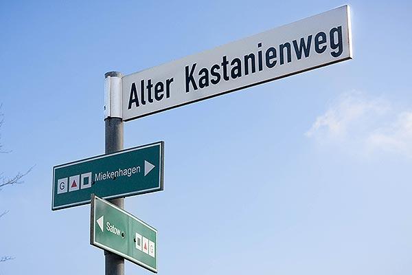Straßenschild Alter Kastanienweg, Miekenhagen